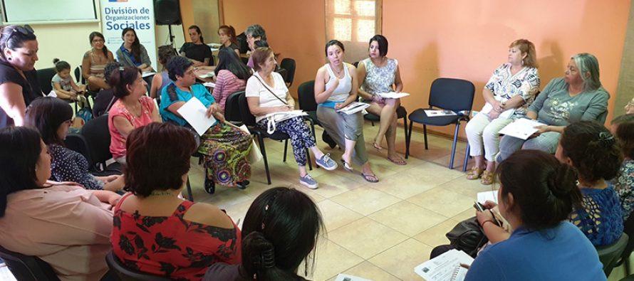 Mujeres de Paihuano dialogan sobre mecanismos para aumentar su participación en política