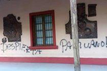 Desconocidos rayan el frontis de la municipalidad de Paihuano