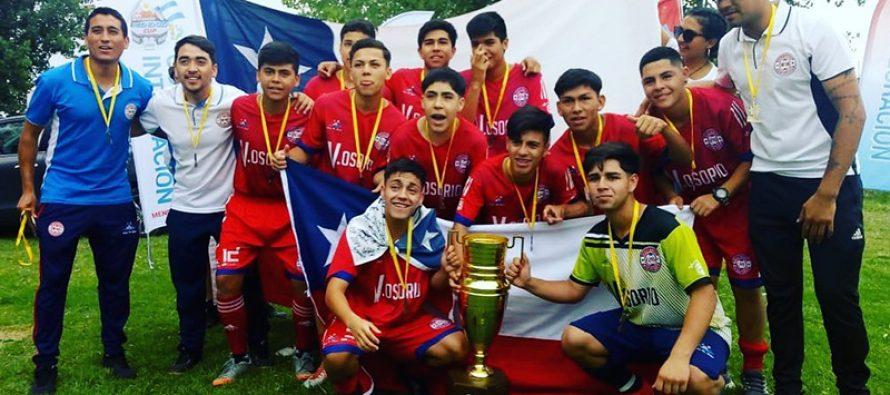 """Jóvenes futbolistas ganan la """"MendozaCup"""" en Argentina"""