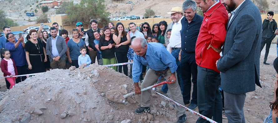 Con 1era piedra dan inicio a la construcción de la población  Carlos Martínez en sector Puclaro