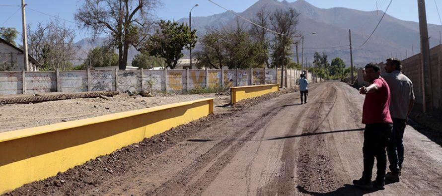 Municipio de Vicuña realiza arreglos en camino que une las localidades del centro de la comuna