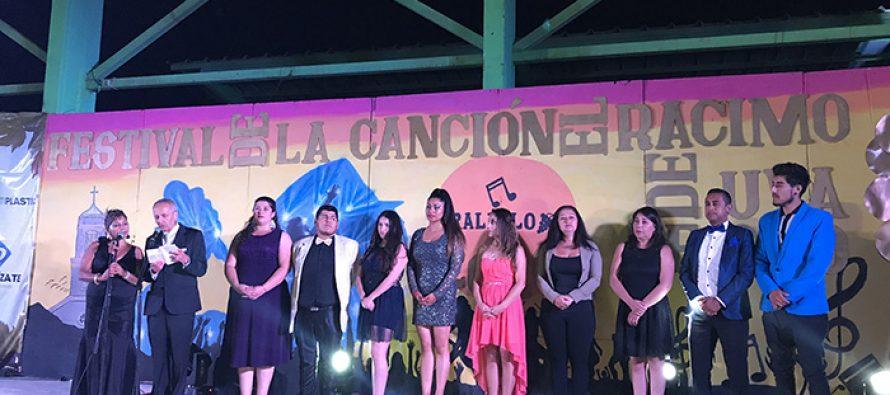 Sharon Alfaro fue la ganadora de la 8va versión del festival El Racimo de Uva de Oro de Peralillo