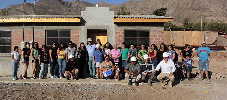 """Vecinas y vecinos de Gualliguaica están prontos a recibir su """"casa propia"""""""