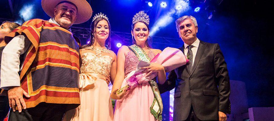 Karol Gómez es la nueva reina del Carnaval Elquino 2020 en Vicuña