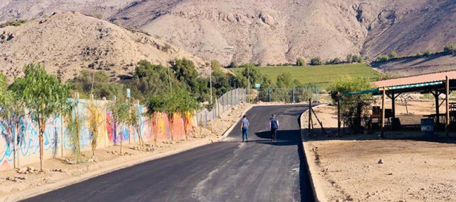 Invierten recursos municipales en pavimentación de la Feria de los Abastos de Vicuña