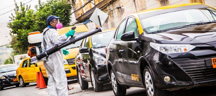 Municipio de Vicuña realiza sanitización gratuita a locomoción colectiva local
