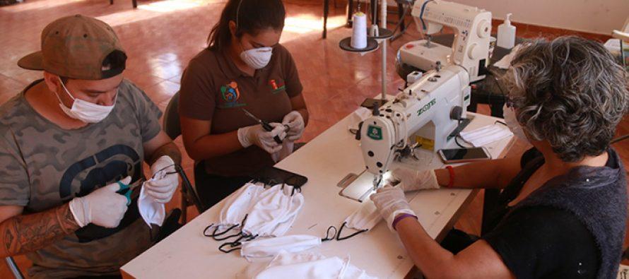 En Vicuña confeccionan mascarillas para entregar gratuitamente a la comunidad