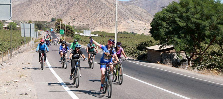 """""""Cicletada de la Mujer"""" convocó a decenas de asistentes en la ruta Vicuña-Gualliguaica"""