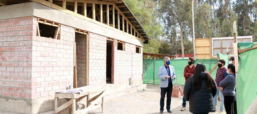 Un 50% de avance presenta la construcción de los camarines del club deportivo Joaquín Vicuña