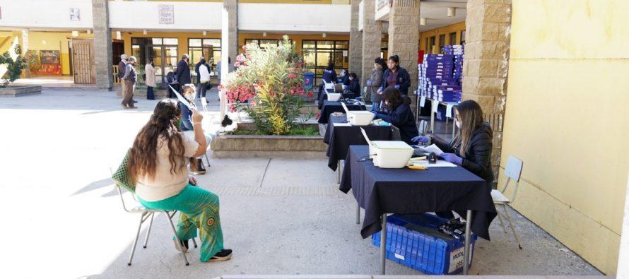 Entregan computadores a 257 alumnos de séptimo básico de la comuna de Vicuña