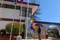 Vicuña conmemoró el Día contra la Homofobia con izamiento de la bandera de la diversidad