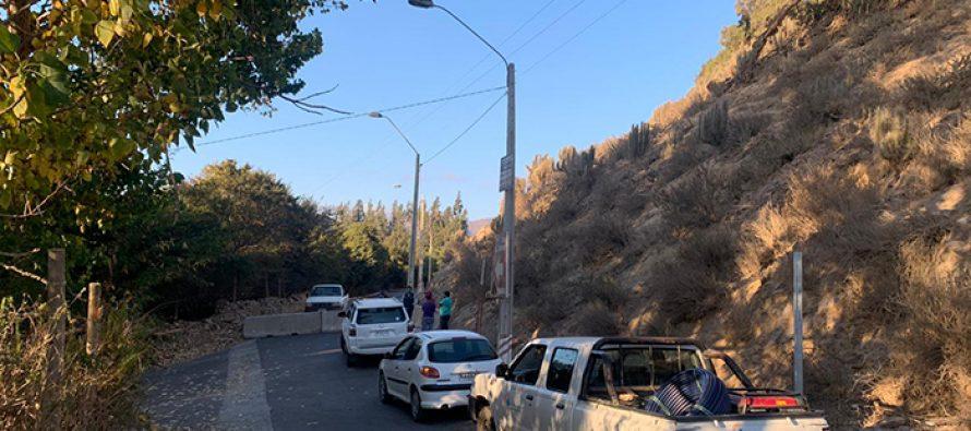 Instalan barreras para evitar paso de vehículos por camino interior de El Arrayán-La Calera