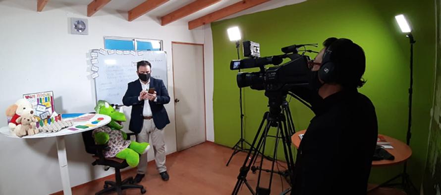 """Profesores de Vicuña realizan clases """"en vivo y en directo"""" por TV y redes sociales"""