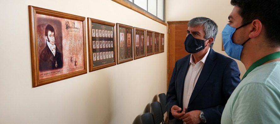 Muestra de los alcaldes que ha tenido Vicuña desde su creación debuta en Salón Municipal