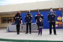 Entregan polerones polar a cada estudiante de los 19 recintos educativos municipales de Vicuña