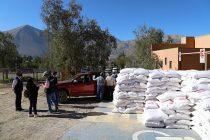 Crianceros de la comuna de Vicuña reciben nueva entrega de sacos de soya y maíz