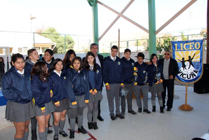 Photo of En el liceo de Vicuña finalizó el proceso de entrega de buzos a establecimientos municipales