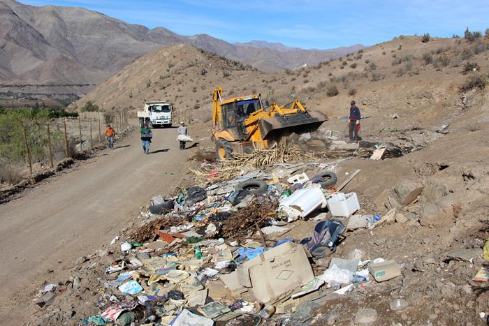 Photo of Municipio de Vicuña continúa con plan de aseo para los diversos puntos de la comuna