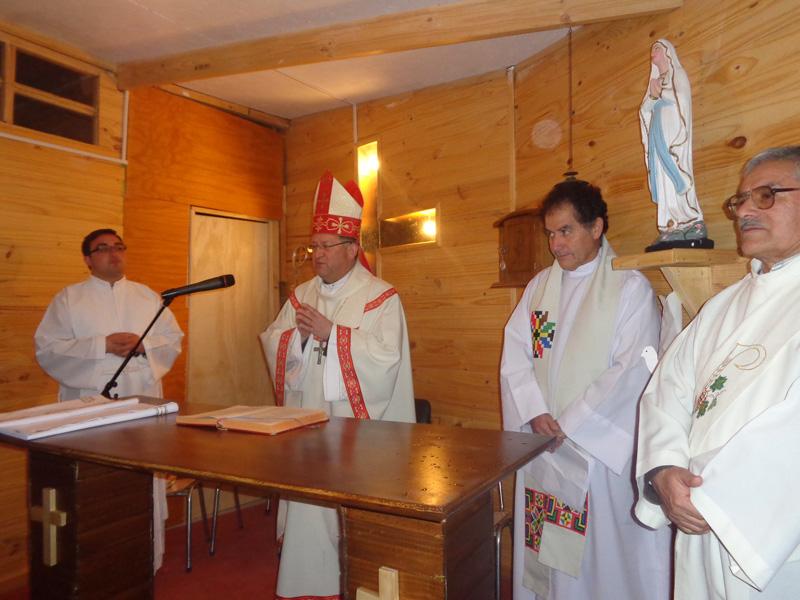 Photo of Con emotiva ceremonia y presencia del Arzobispo se inauguró Capilla de Tres Cruces