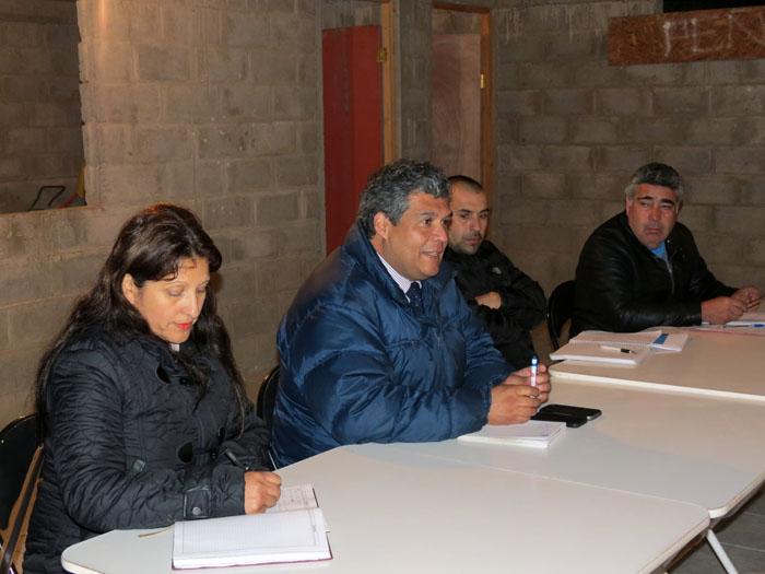 Photo of Club Peñarol y vecinos de Gualliguaica proyectan trabajo junto al Seremi de Deportes