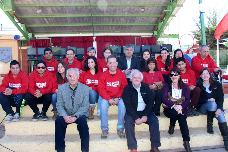 Photo of Un total de 50 computadores donaron misioneros del DUOC-UC a escuelas de la comuna