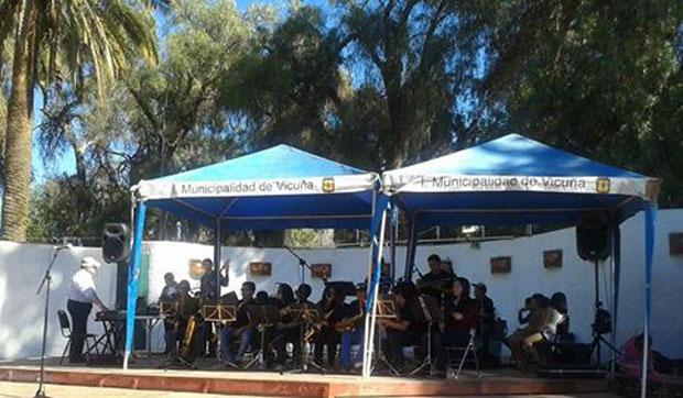 Photo of Orquesta Hualpén Big Band deleitaron con su actuación musical a  elquinos y turistas