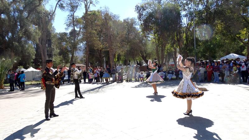 Photo of Campeones Nacionales Juveniles de Cueca realizan muestra en Plaza de Vicuña