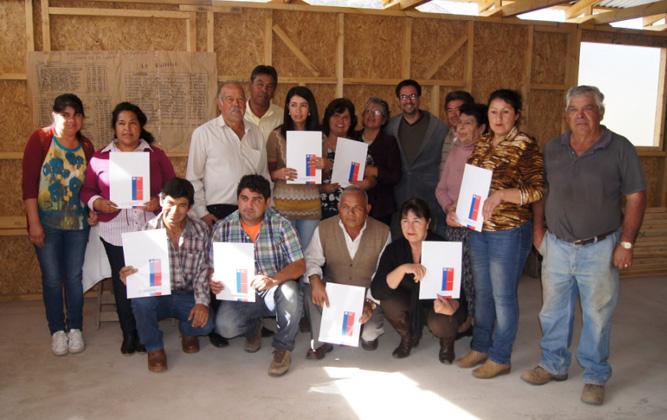 Photo of Vecinos de La Estrella reciben sus anhelados títulos de dominio