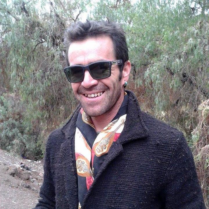 """Photo of Daniel Jorquera:  """"Con un pedazo de madera y una cuerda reciclada puedo crear un violín»"""