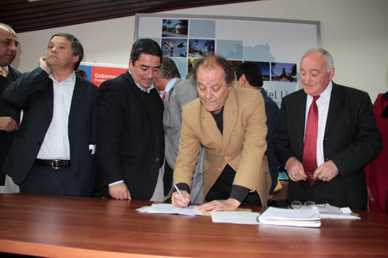 Photo of CORE suscribe compromiso con los campesinos de la región para avanzar en el cambio al Código de Agua