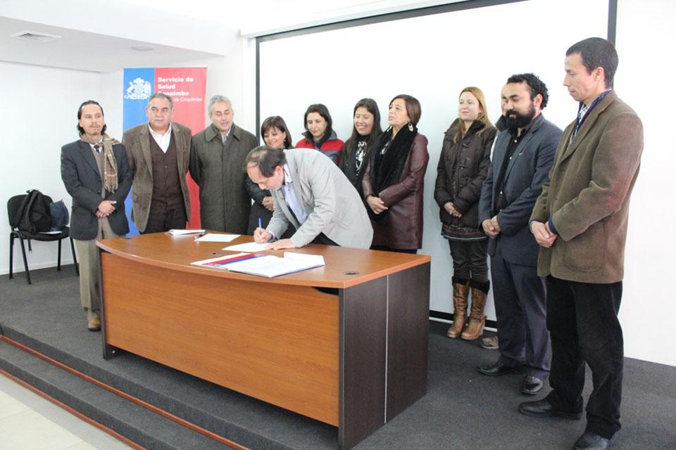 Photo of Autoridades y comunidad firman compromiso para implementar mejoras a la Red de Salud