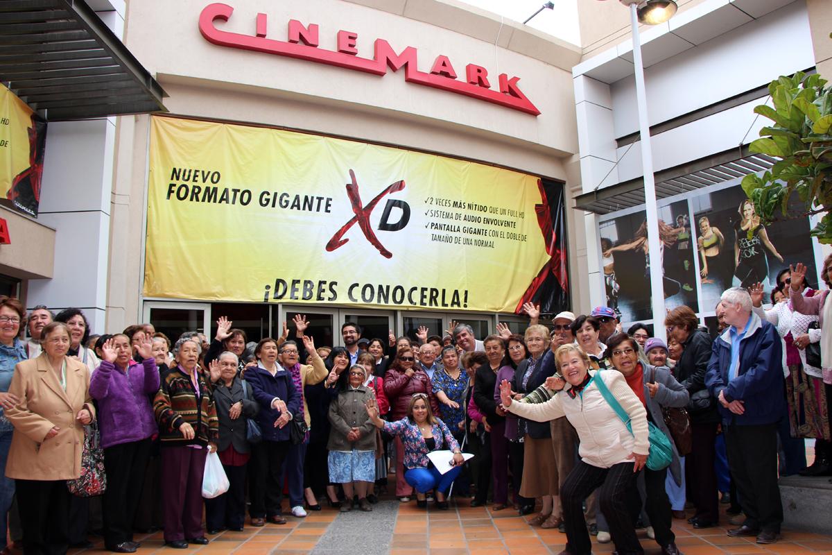 Photo of Adultos mayores de Vicuña cierran su mes de celebración con película en el Cimemark