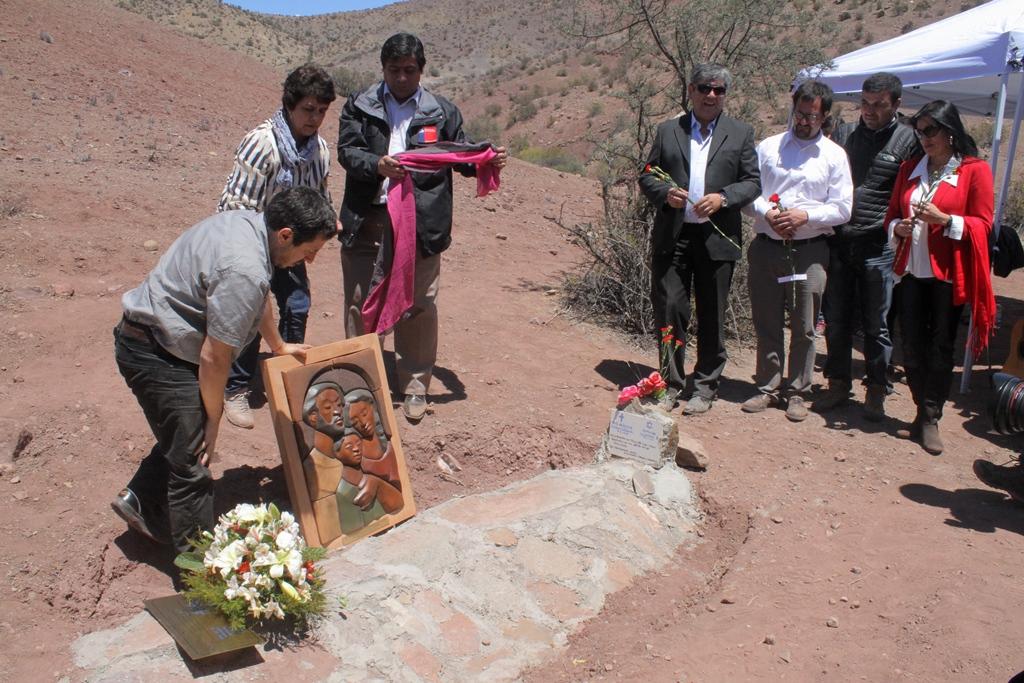 Photo of Rinden homenaje a matrimonio extranjero asesinado durante la dictadura en Gualliguaica