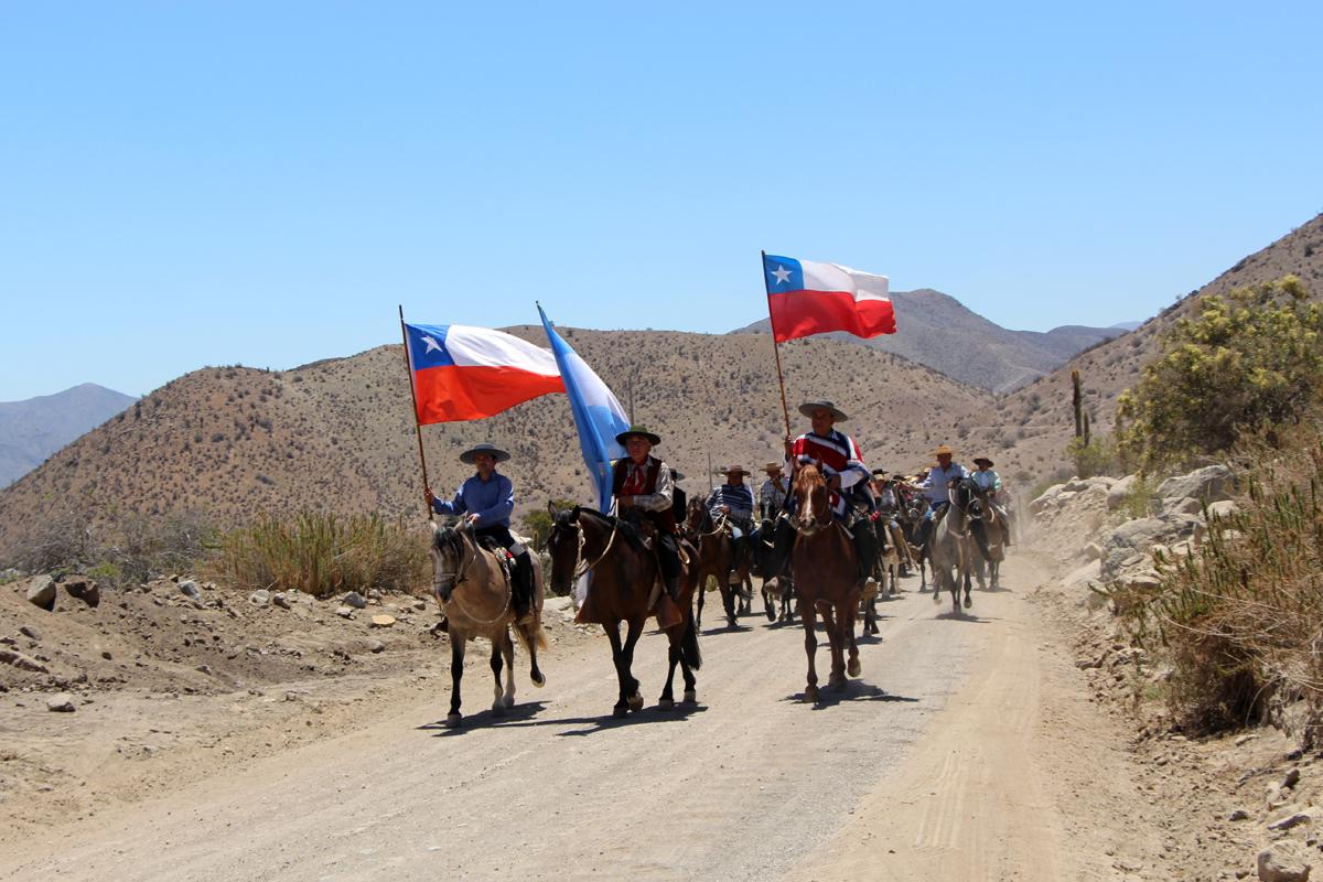 Photo of Huasos y gauchos desarrollaron su octava Cabalgata a la Difunta Correa en la Ruta Antakari