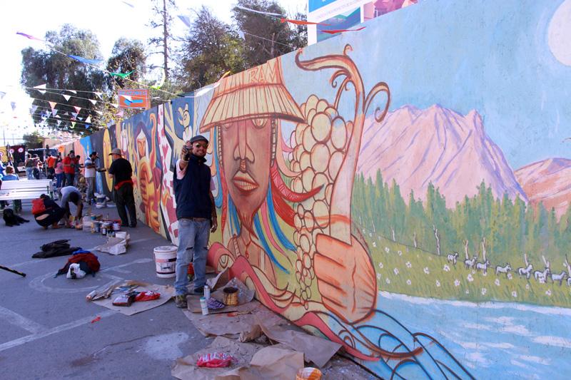 Photo of Agrupaciones desarrollan intervención cultural con pintado de mural en centro de Vicuña