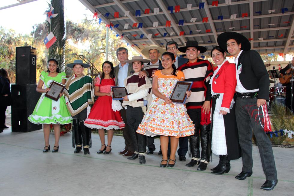 Photo of Ríos de Elqui, Lucila Godoy y Antonio Varas fueron los ganadores del 37 comunal de cueca escolar