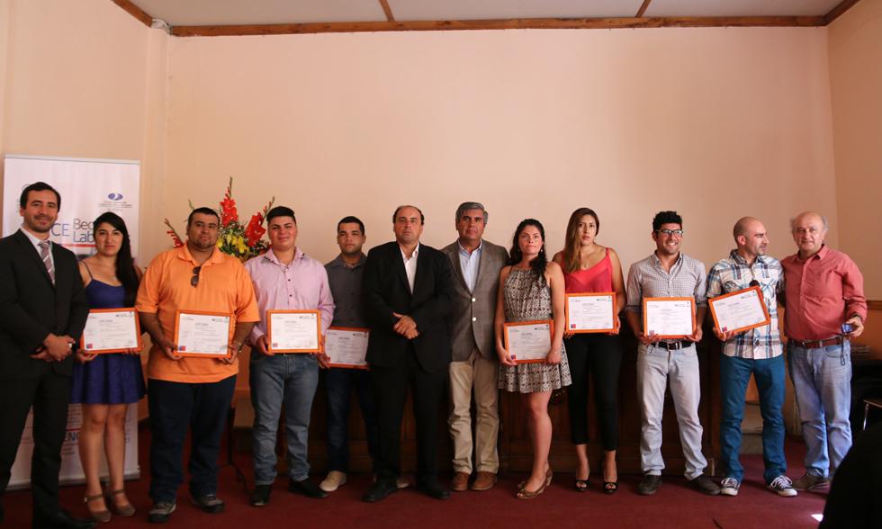 Photo of Hombres y mujeres de Vicuña se capacitaron en minería con la Universidad Santo Tomás