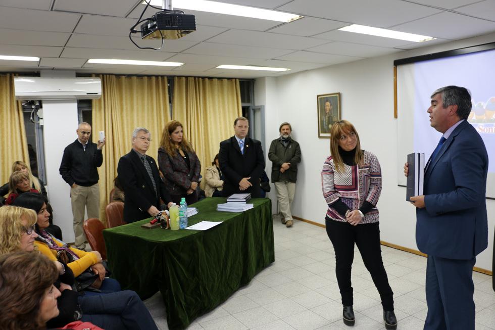 Photo of UNSJ aprueba con nota máxima tesis binacional sobre Vicuña y el Corredor Bioceánico