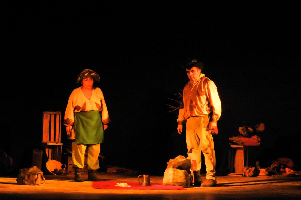 """Photo of Obra """"Los Chuchetas"""" deleitó al público elquino en un lleno Teatro Municipal de Vicuña"""