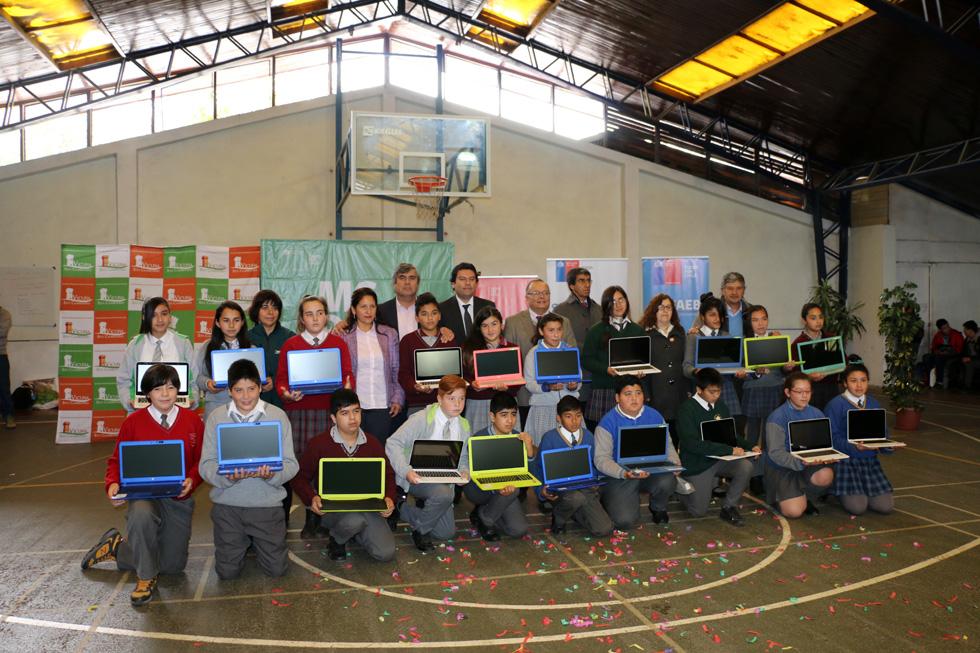 Photo of Estudiantes de Vicuña se integran al Mundo Digital con computadores de última generación