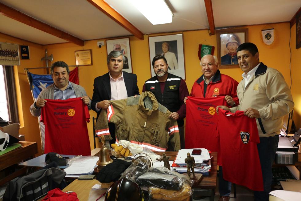 Photo of Bomberos de Vicuña reciben indumentaria para su labor a través del Rotary Club San Joaquín