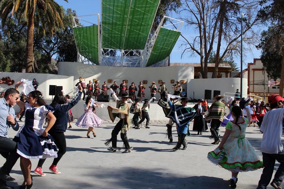 Photo of Con cueca masiva celebran los 29 años de la agrupación folclórica Alamiro Alcayaga