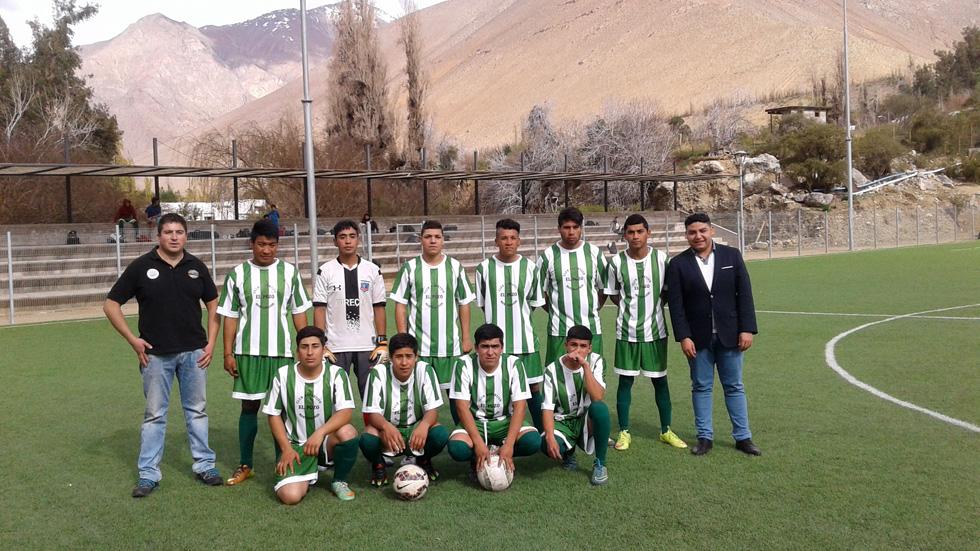 Photo of Agrícola Bellavita entrega equipamiento a Club Deportivo El Pozo  de Montegrande