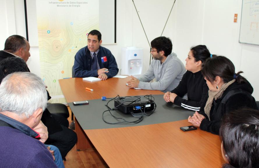 Photo of Gobierno gestiona solución a familias de Alfalfares que estaban sin electricidad