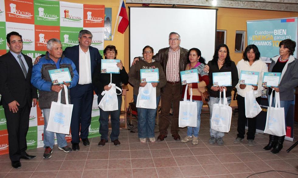 Photo of Vecinos de Calingasta apuestan  por el ahorro  energético con ampolletas de bajo consumo