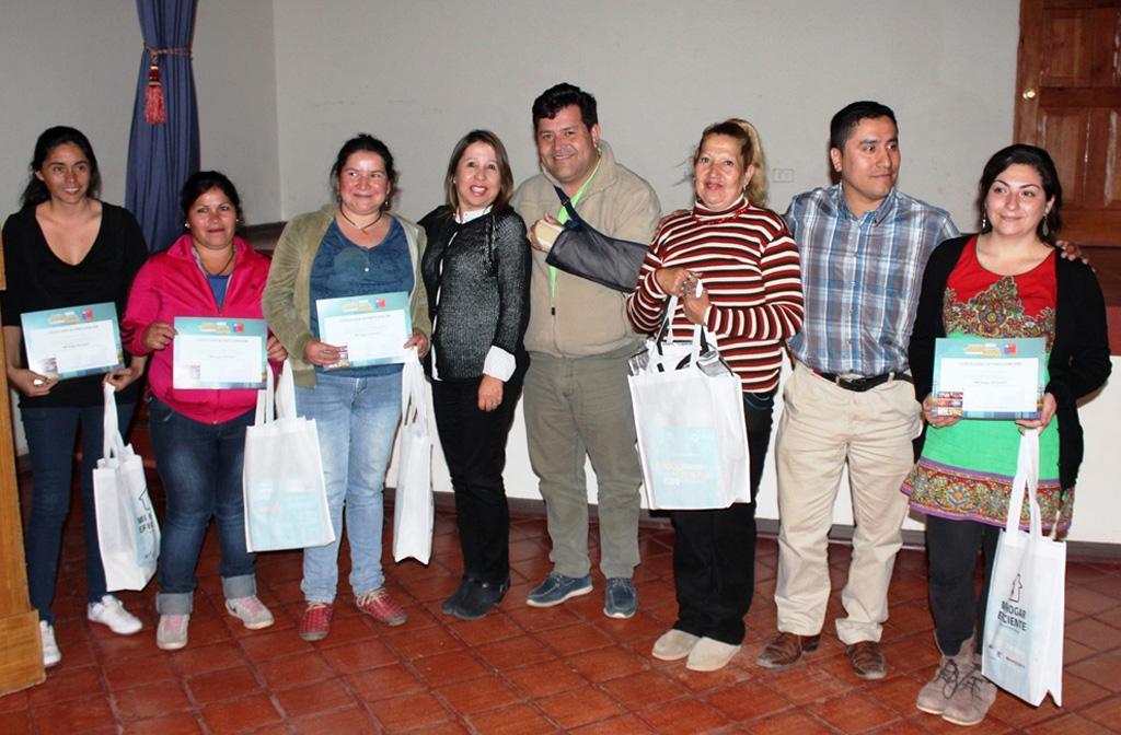 Photo of Vecinos de Montegrande ahorrarán $80 mil al cambiar sus ampolletas