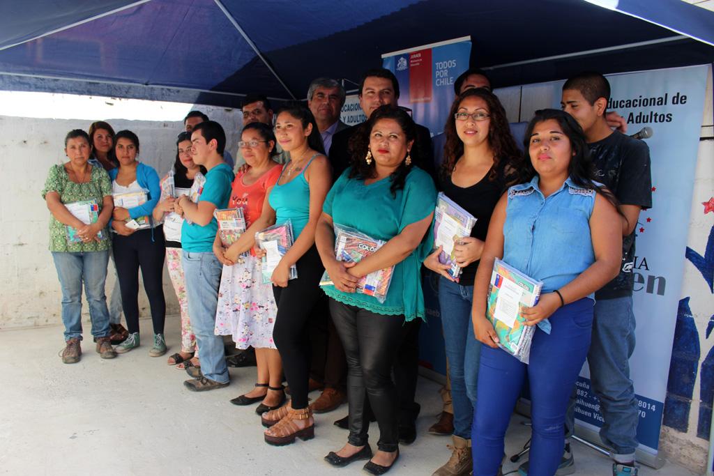 Photo of Junaeb entrega útiles en establecimiento de educación para adultos en Vicuña