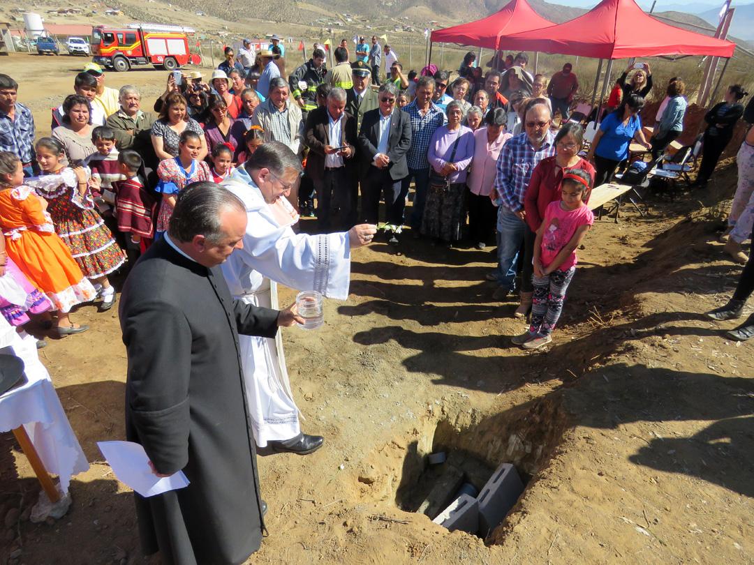"""Photo of En pueblo La Estrella Bendicen primera piedra de capilla dedicada a la """"Divina Misericordia"""""""
