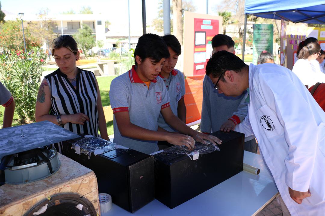 """Photo of A una gran cantidad de estudiantes reunió la feria escolar """"Día de las ciencias en mi comuna"""""""