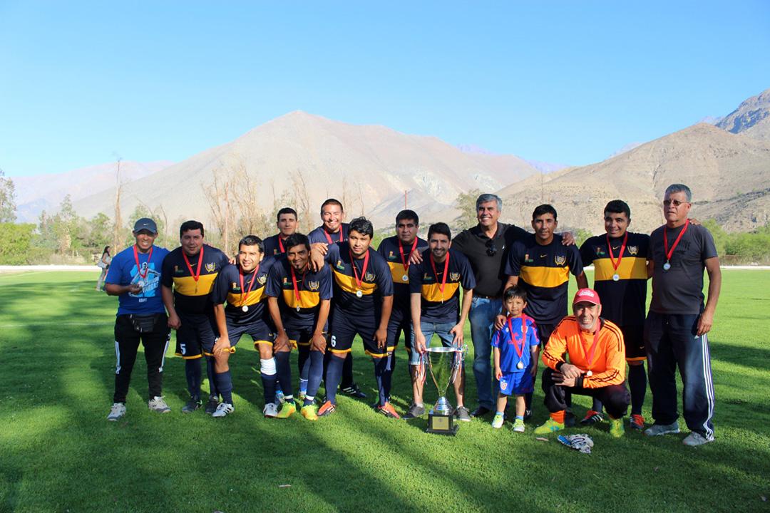 Photo of Club Deportivo Alameda se quedó con la corona del Campeonato Senior 35 años del ANFA